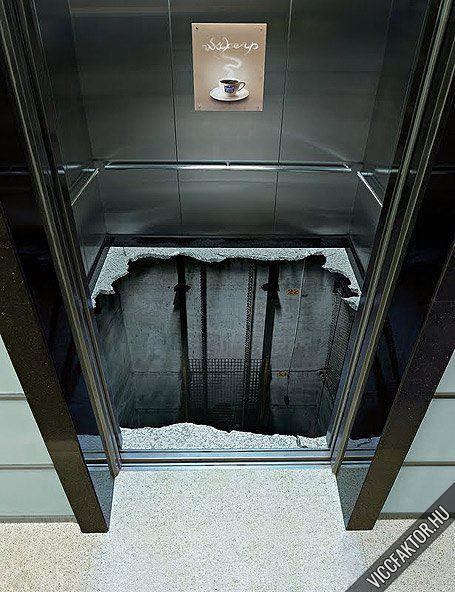 Kreativitás a liftben ? Be mernél szállni?