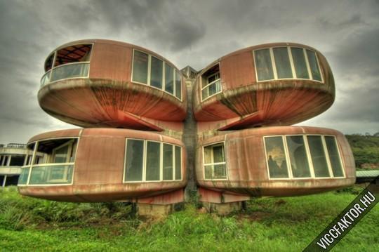 Modern, lelakott és ronda nyaraló Oroszországban