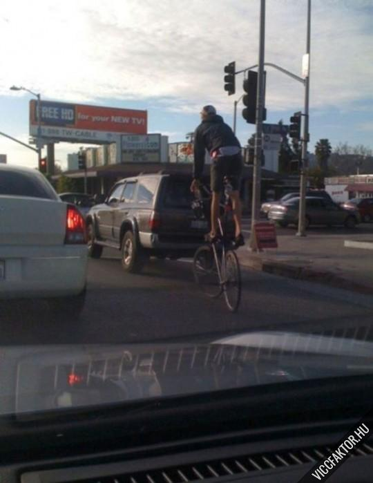Magasított kerékpár városi közlekedéshez
