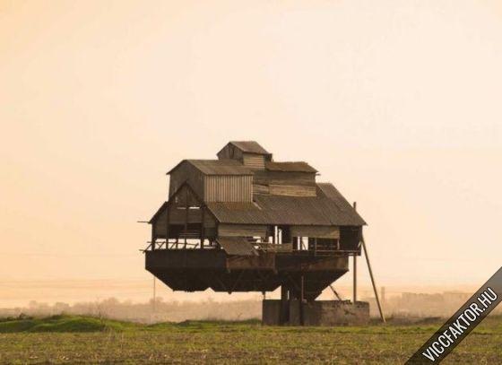 Kacsalábon forgó ház